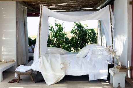 twc_outdoor_bed_scene_lifestyle