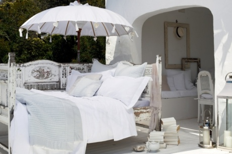 twc_parasol_and_bed_lifestyle