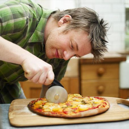 Jamie-Oliver-pizza-slicer-credit-DKB