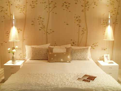 Gold wallpaper free gold wallpaper for bedroom for Bed wallpaper design